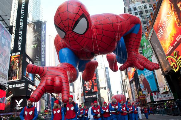 spiderman-macysparade-ap-112613_606
